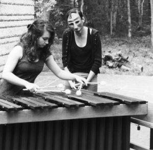 Coralie et Vassi marimba et mask